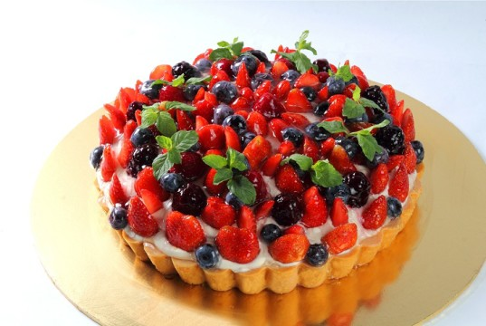 Mixed Berry Tart Cake