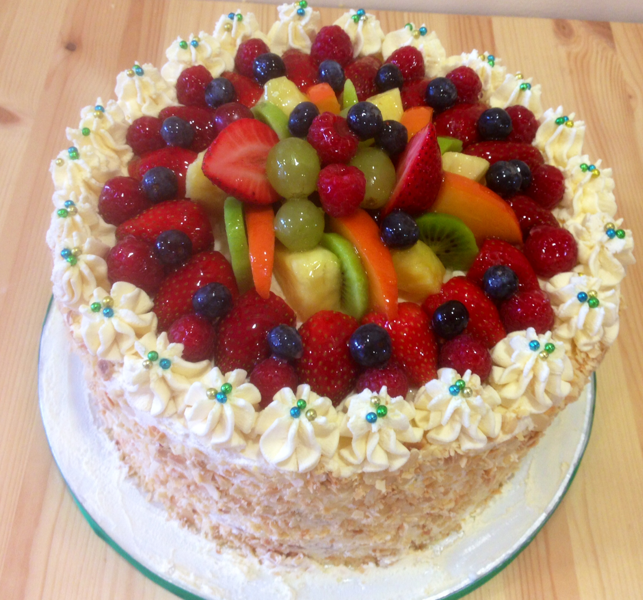 Cake With Fruits On Top : Top 15 Super Enticing and Colorful Fruit Cakes - Page 4 of 16