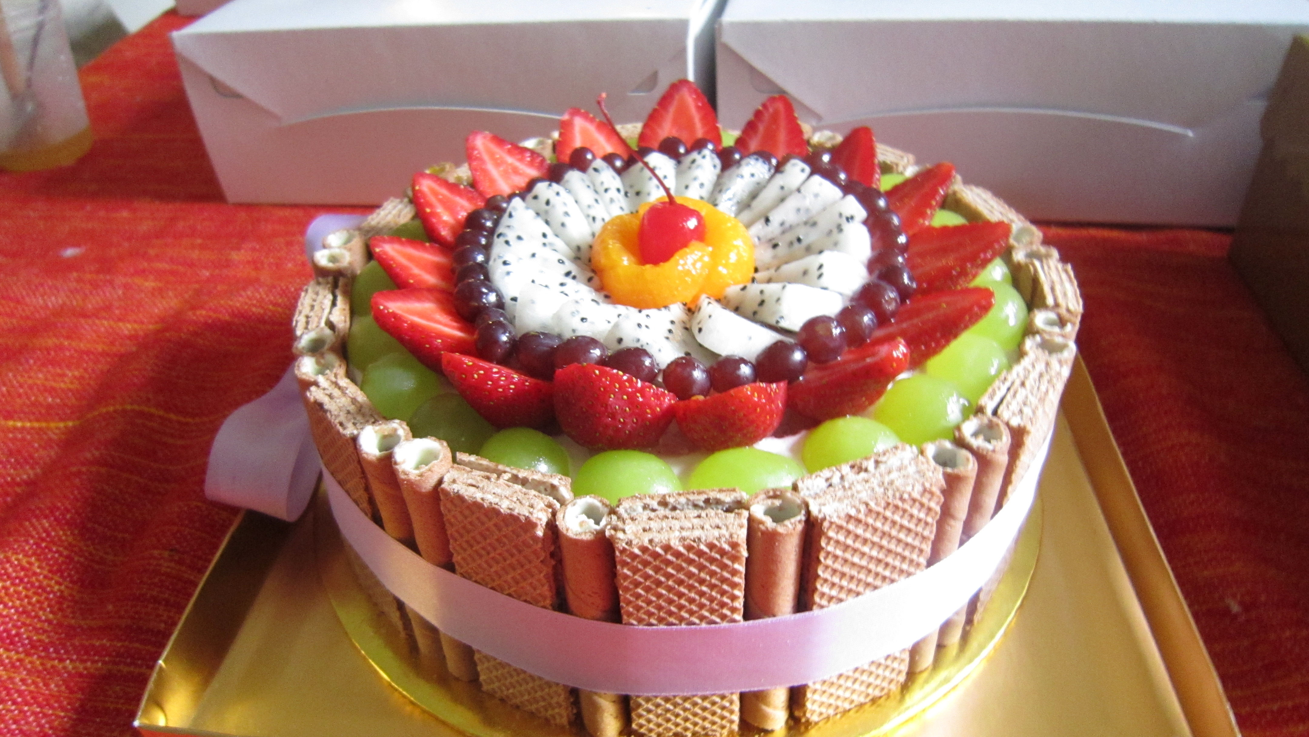 Beautiful Fruit Cake Images : Top 15 Super Enticing and Colorful Fruit Cakes - Page 8 of 16
