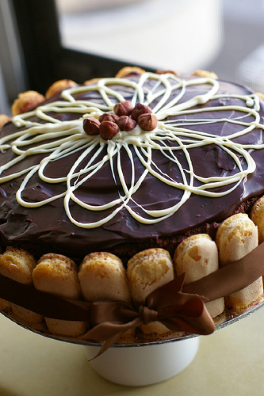 15 Wonderful Cakes With A Touch Of Yummy Chocolate Page