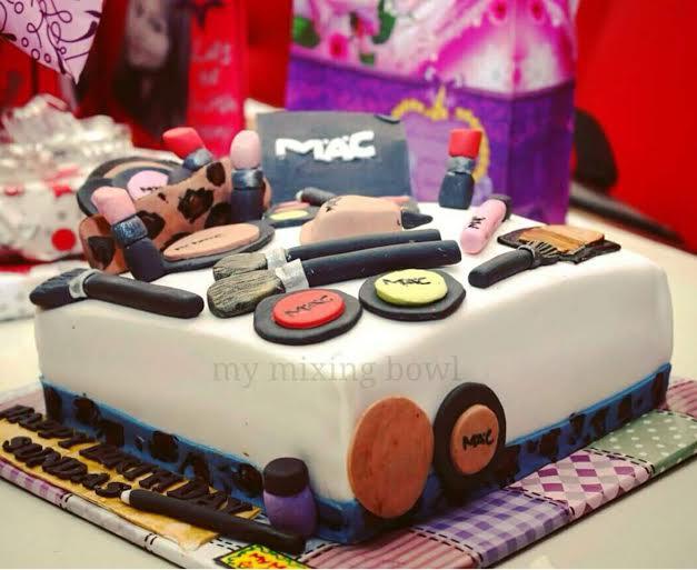 Bushra Saad's Makeup Kit Cake - Amazing